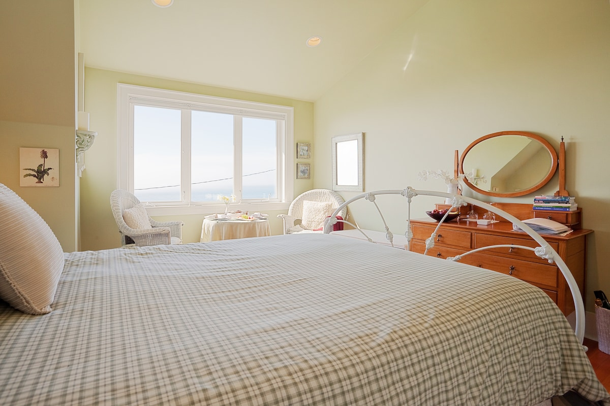 oceanfront room with own bathroom