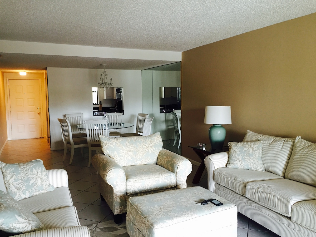 A nice 2 bedrooms apt in Palm Beach