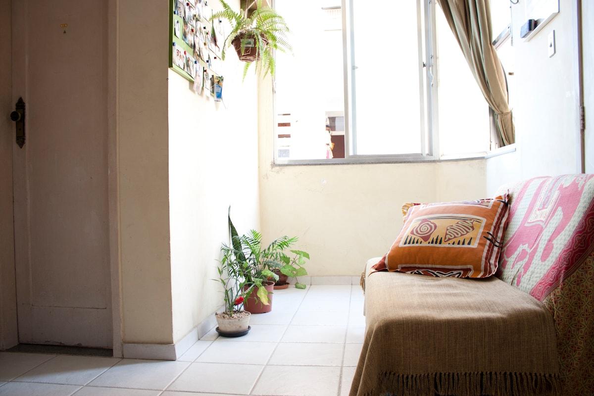 Rent bed in apartament close Lapa