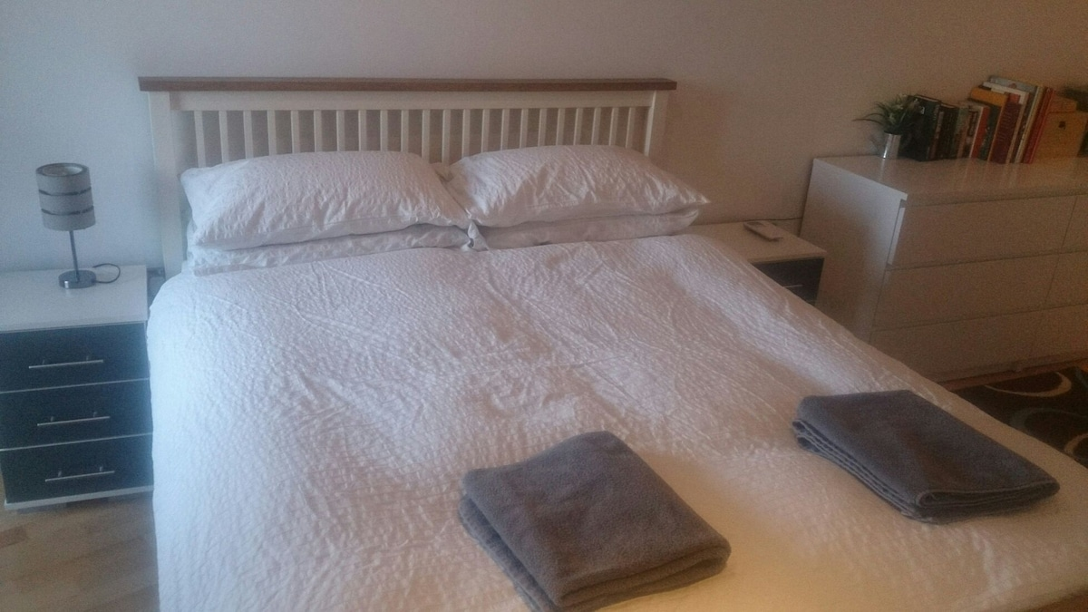 Bedroom with air-conditioning,  King Size bed and WiFi