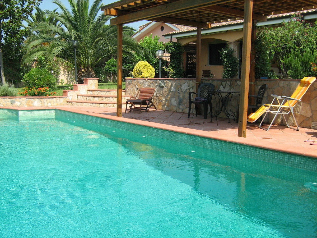 B&B VILLA w. SWIMMING POOL -Betulla
