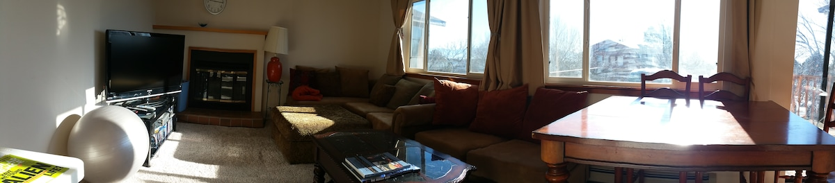 Fully Furnitured Bedroom $600/month