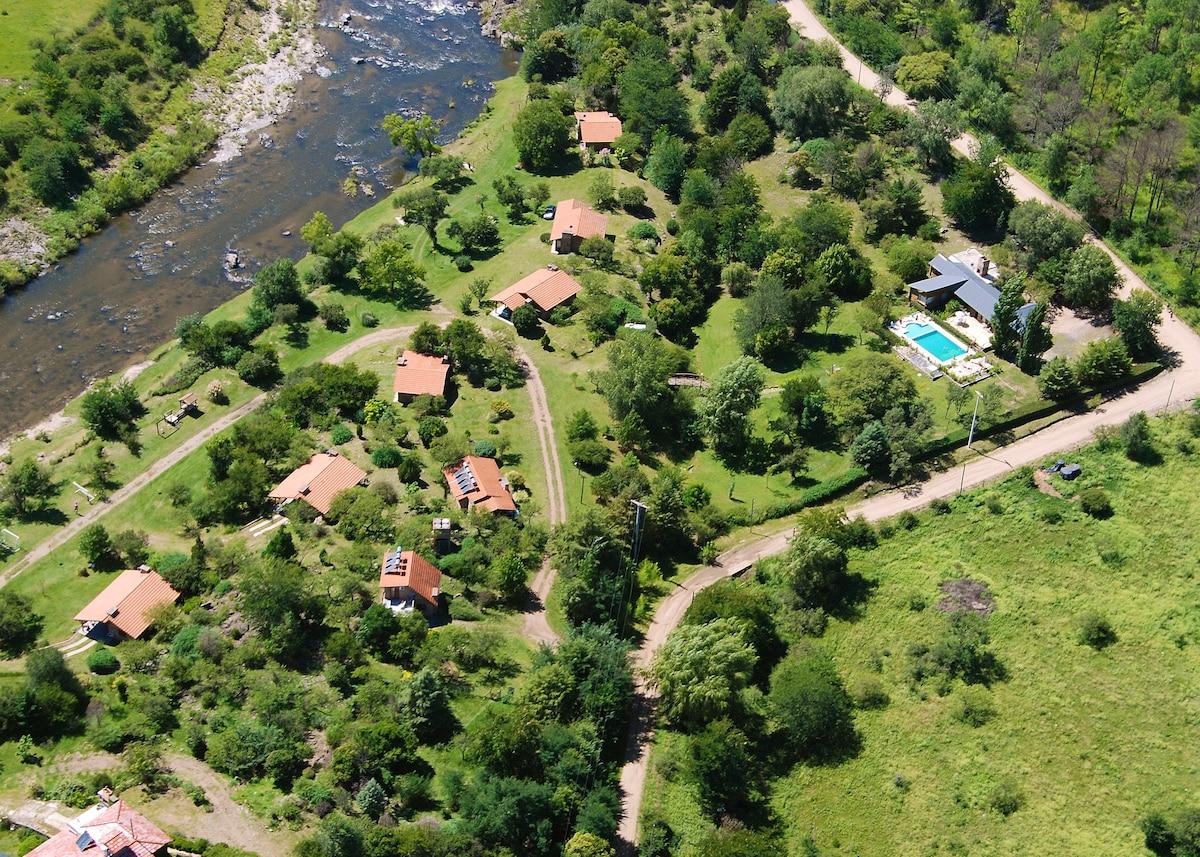 El Rodeo Cabañas a orillas del rio