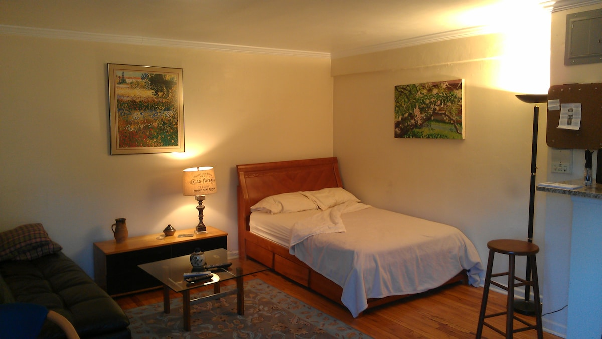 A double bed and a leather futon couch are available.  Comfortably sleeps a total of 2 people.