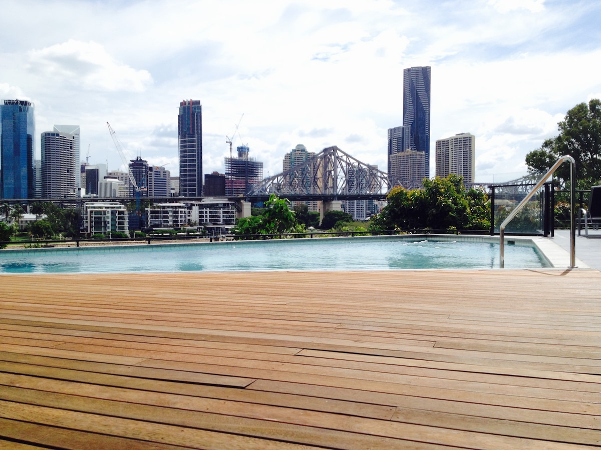 Great place with a pool in Brisbane