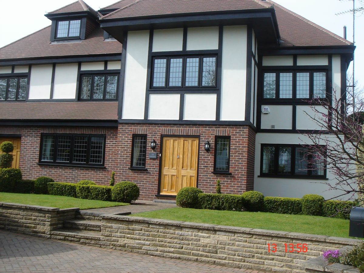 Chigwell; Luxury room with lounge