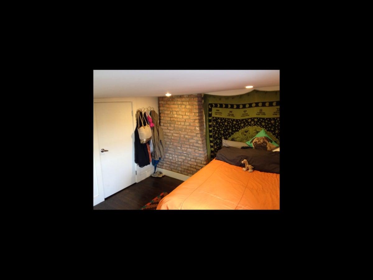 Private spacious room in Bushwick!