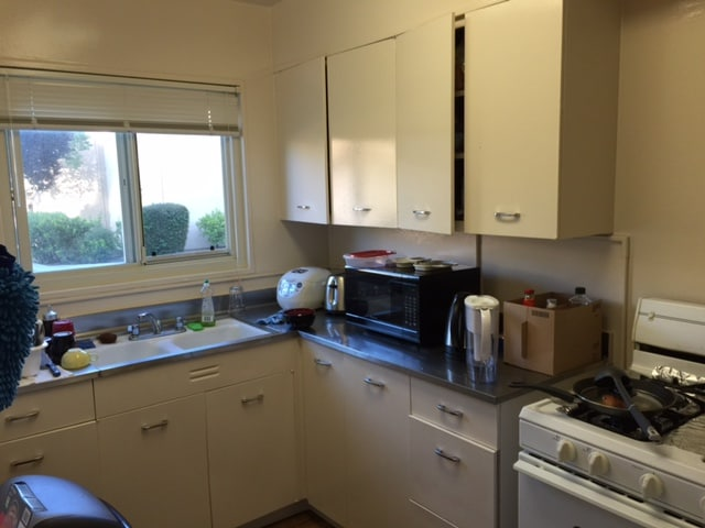 Clean bedroom, 5 mins from Caltrain