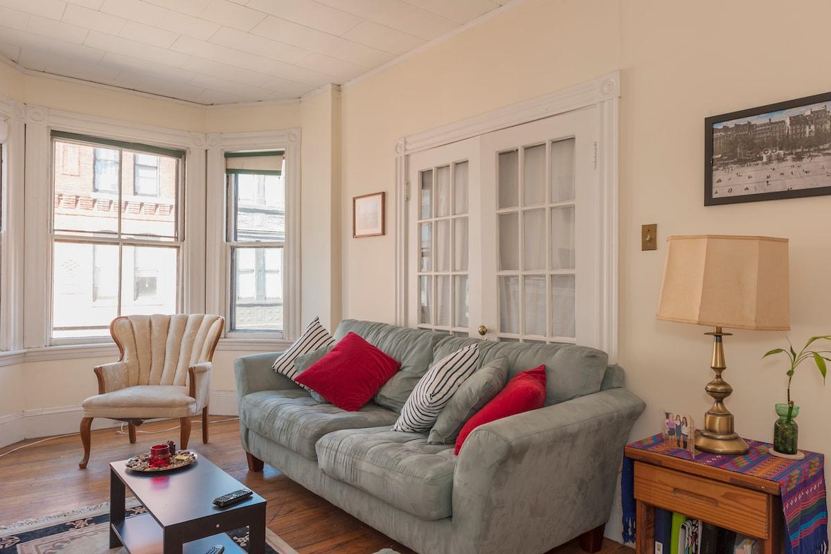 Cozy Apartment in Heart of Boston!