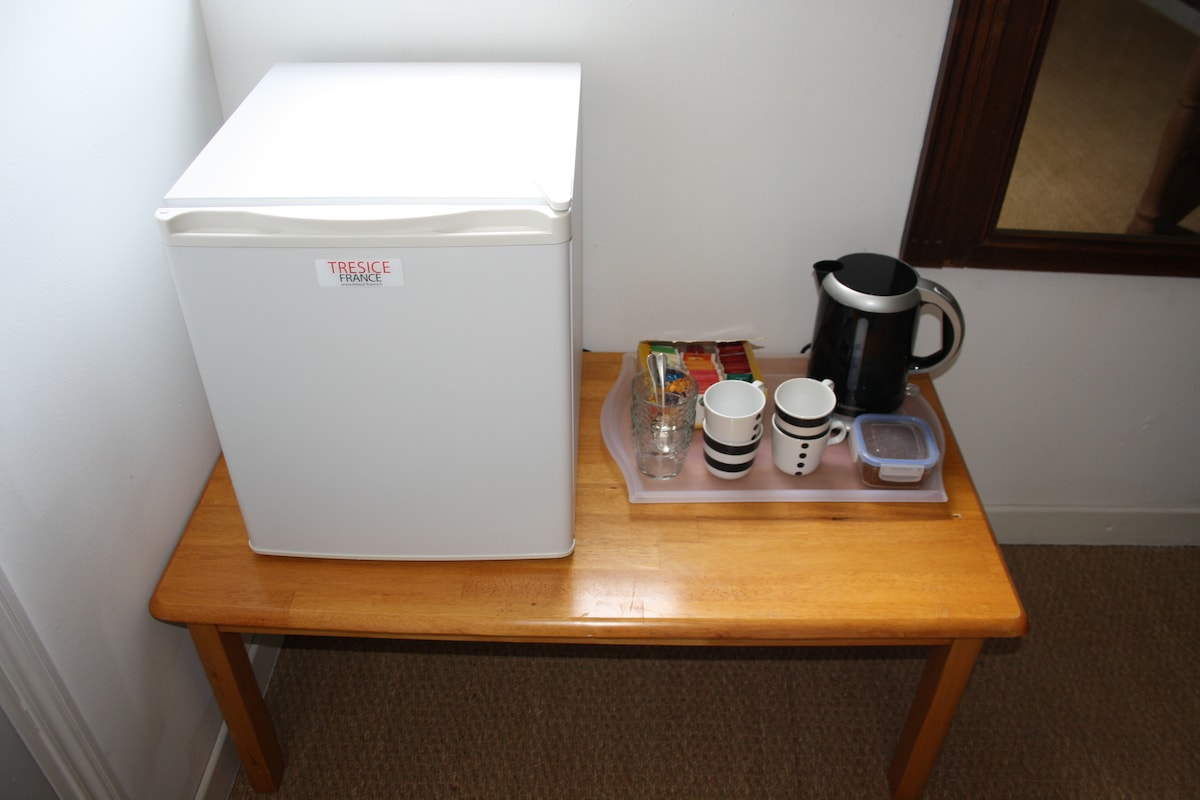Refrigerator and complimentary Coffee and tea making facilities for B/B guests.