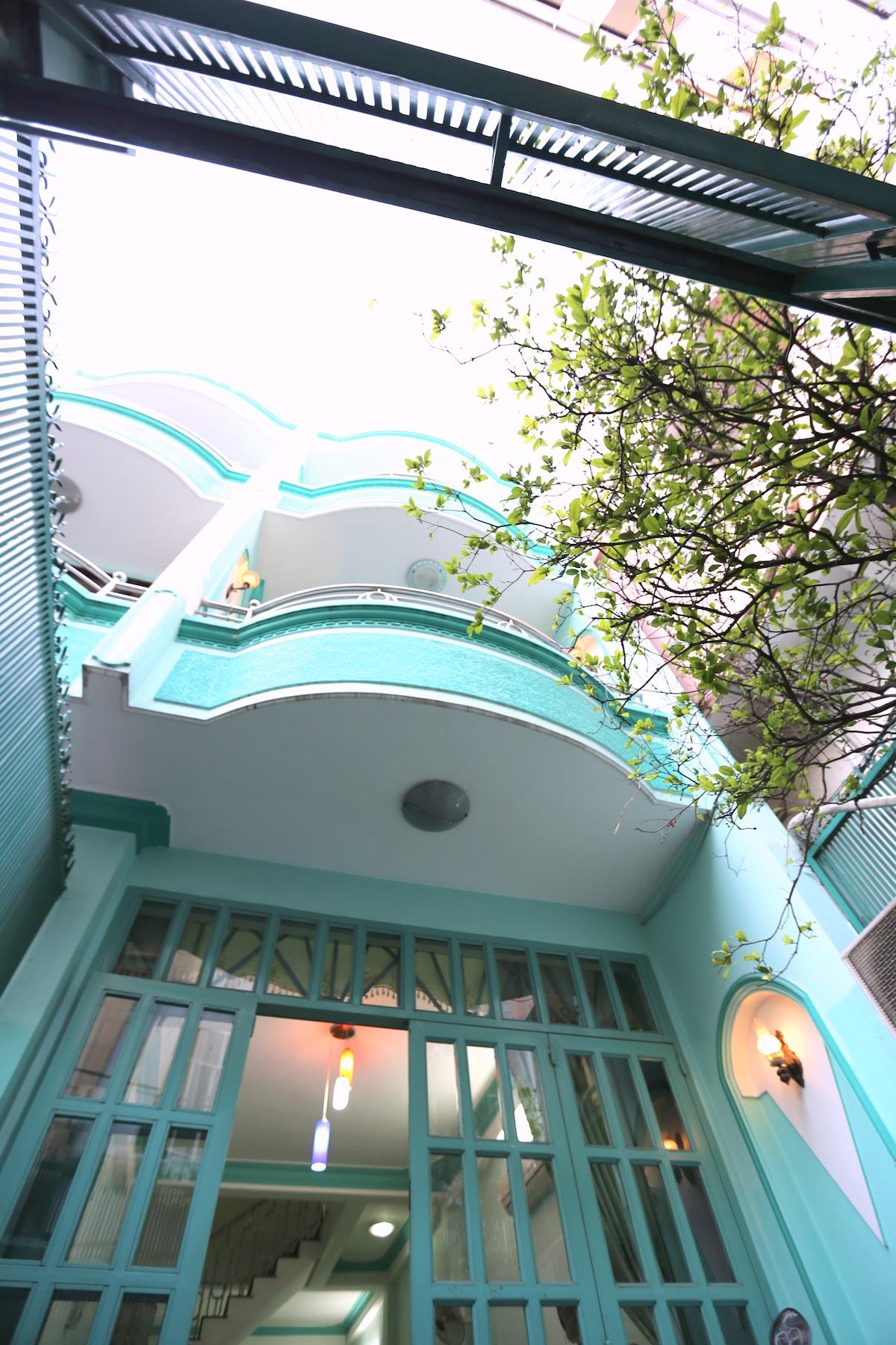 Spacious Central 2BR - Big Balcony