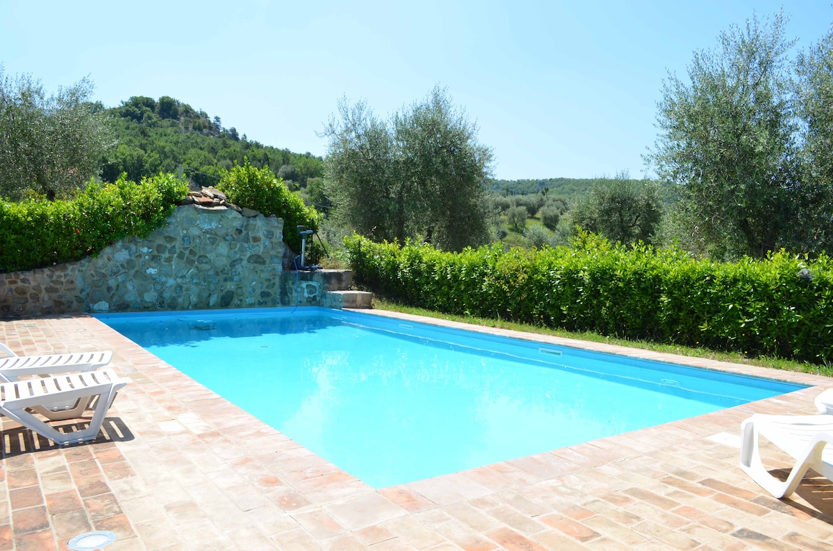 Tuscan Farmhouse with pool
