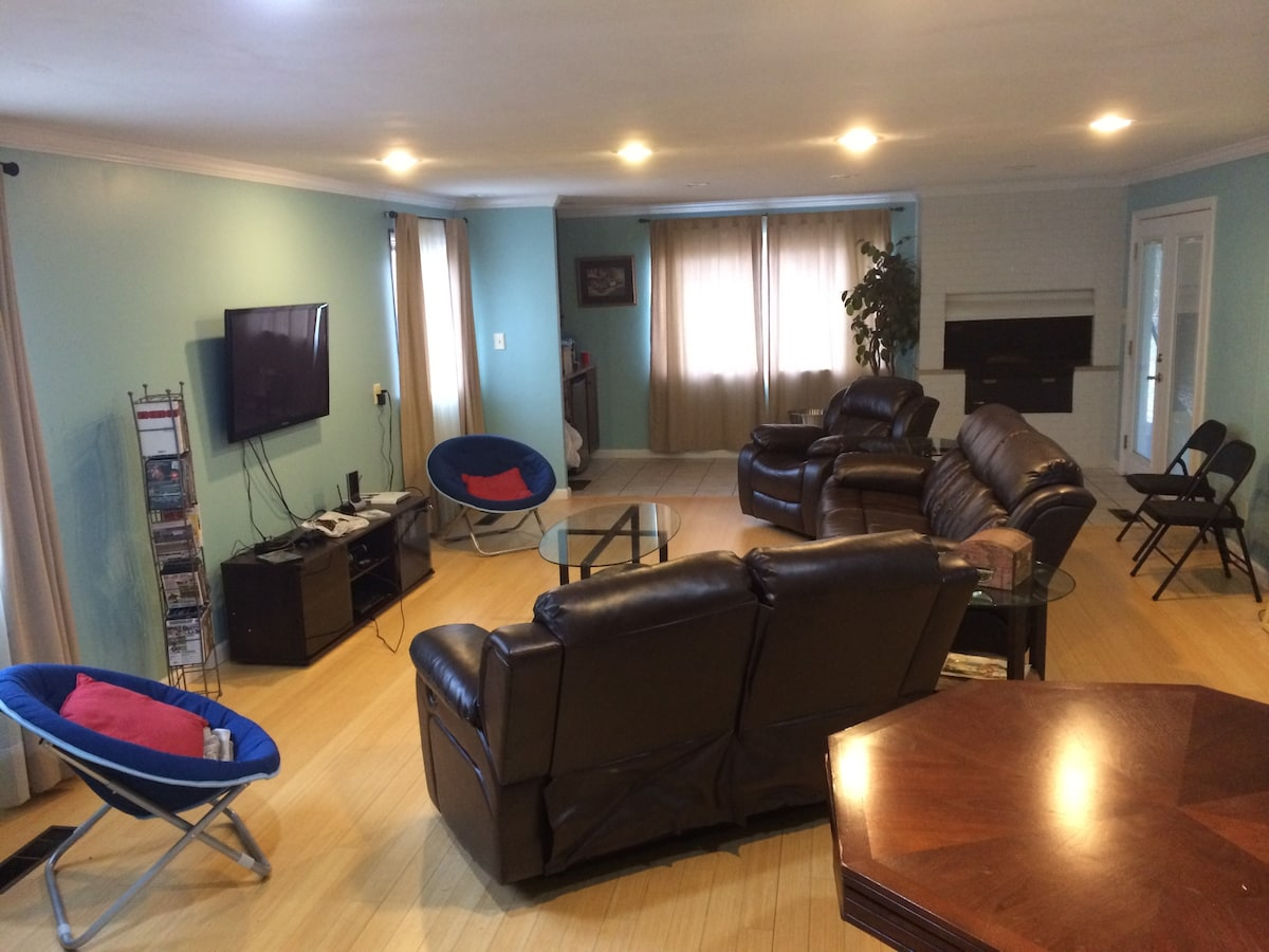 Inexpensive stay in beautiful Home
