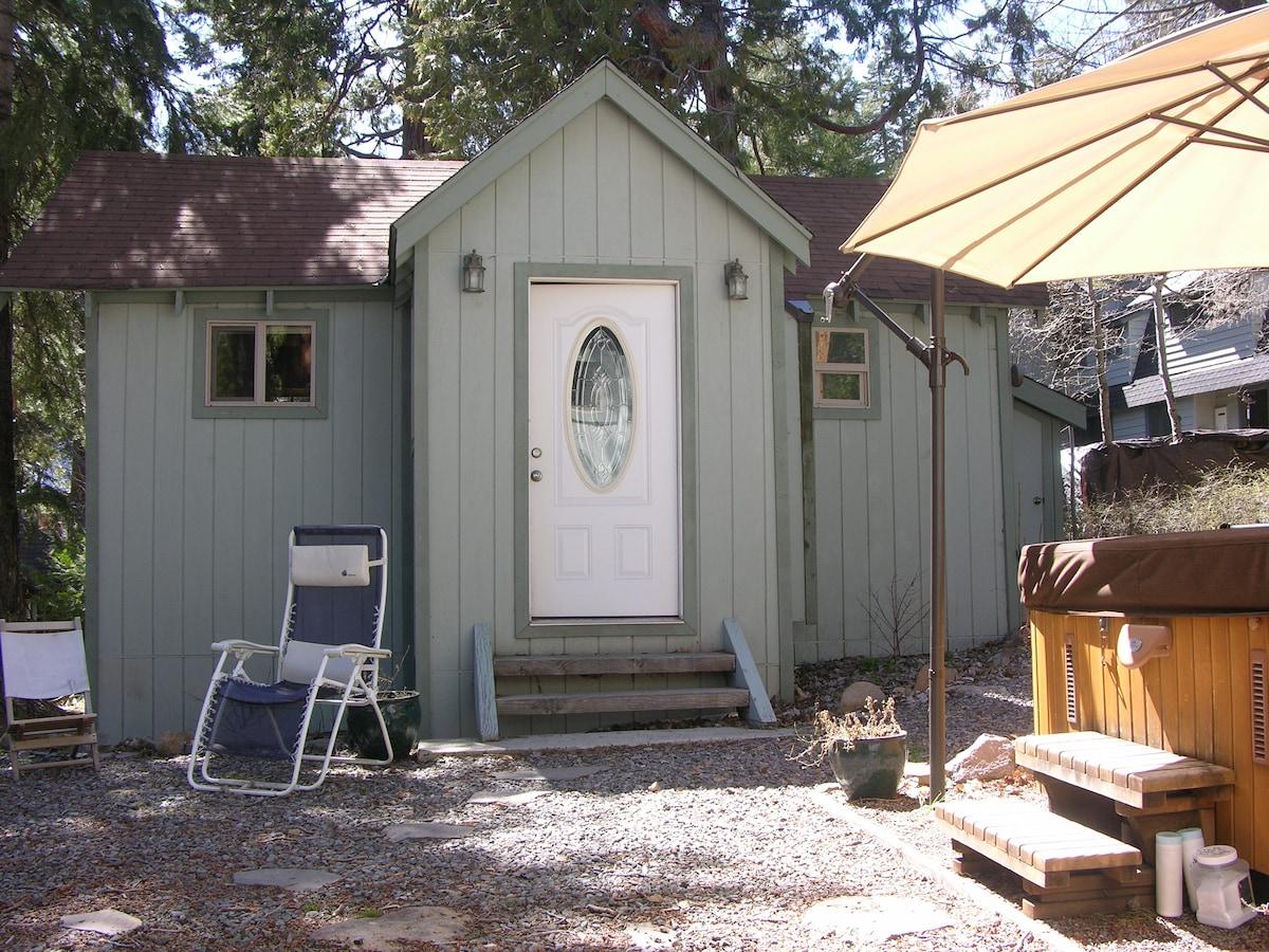 Studio Cabin by downtown Tahoe City