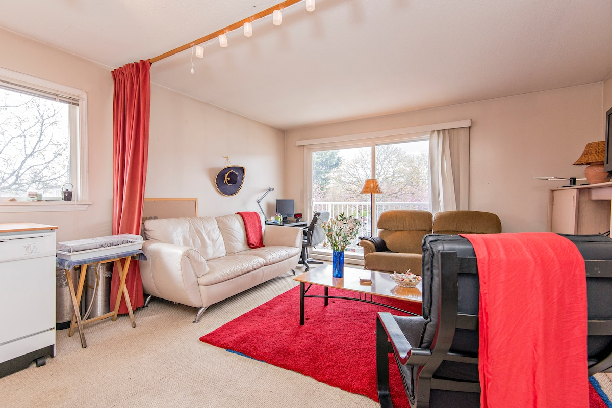 Small private room close to Airport