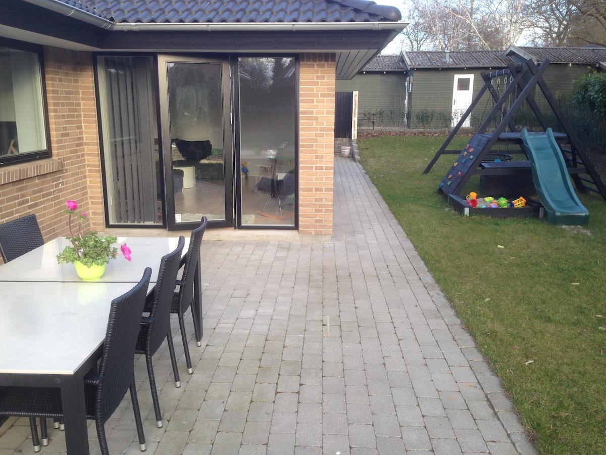 New house w/ garden close to centre