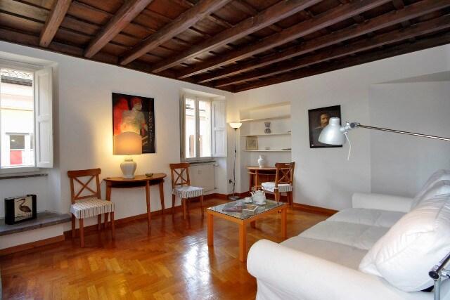 Cozy flat close to Trevi Fountain