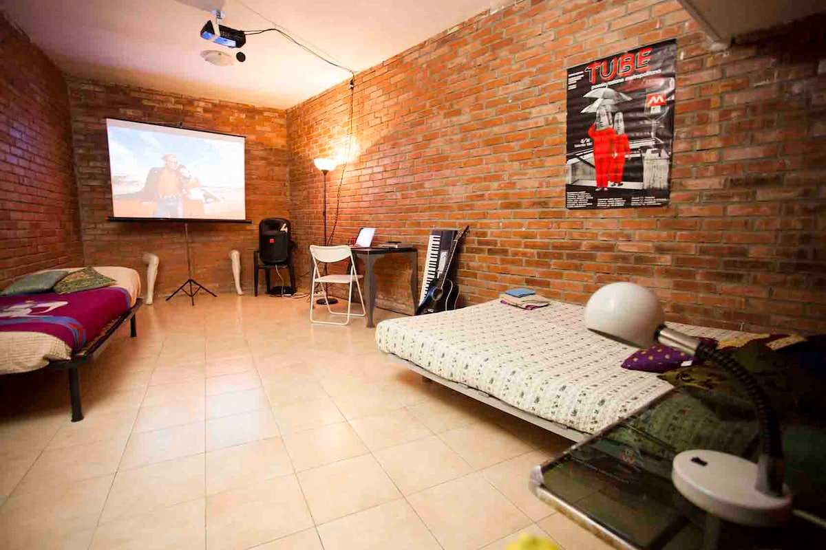 Basement in villa, Milan centre