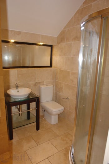 BRIGHT DBL ROOM WITH ENSUITE