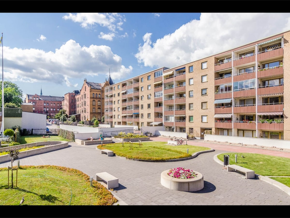 Centrally located 2 rm apartmt 63m2