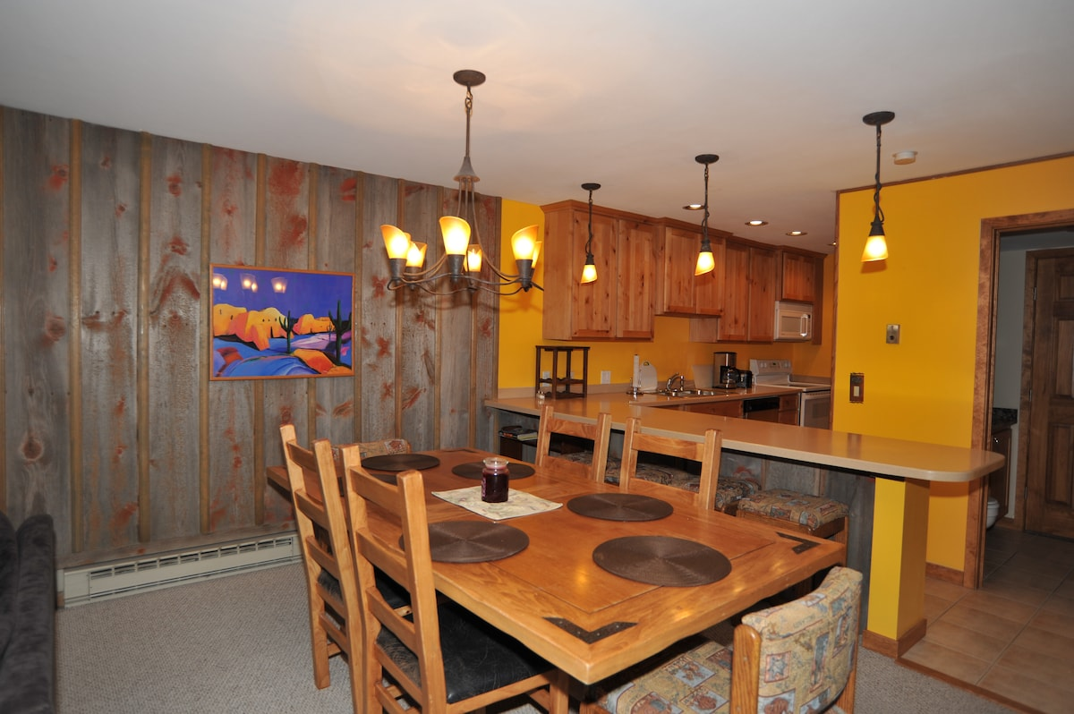 Private deck, walk to Main St sd222