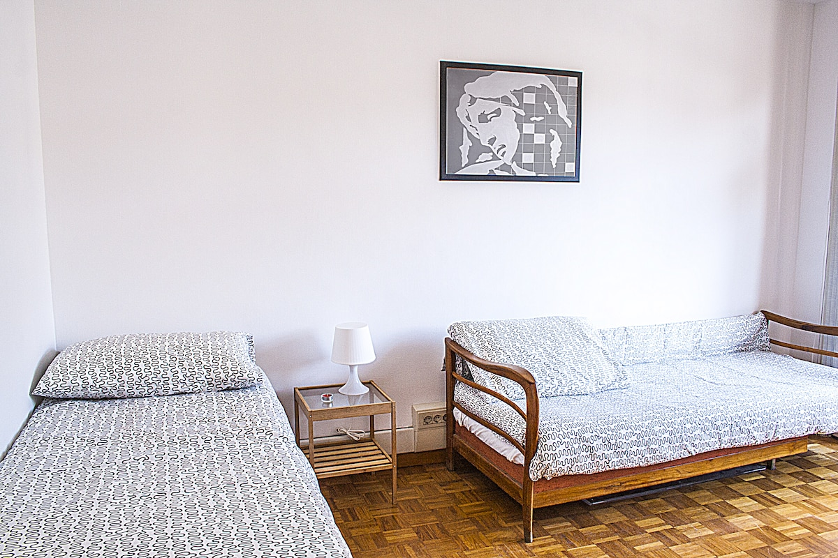 Large bright room with balcony