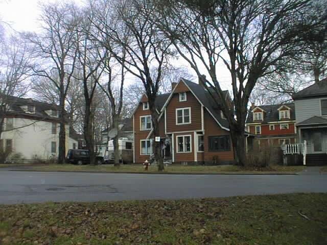 Sharing a Mansion as a Health Sanct