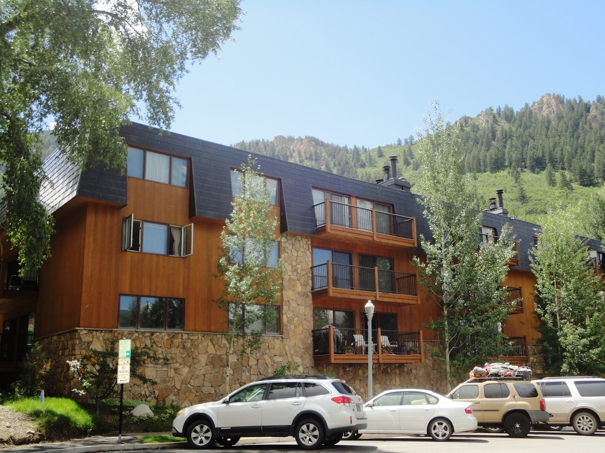 Aspen core 1 block from Wagner Park