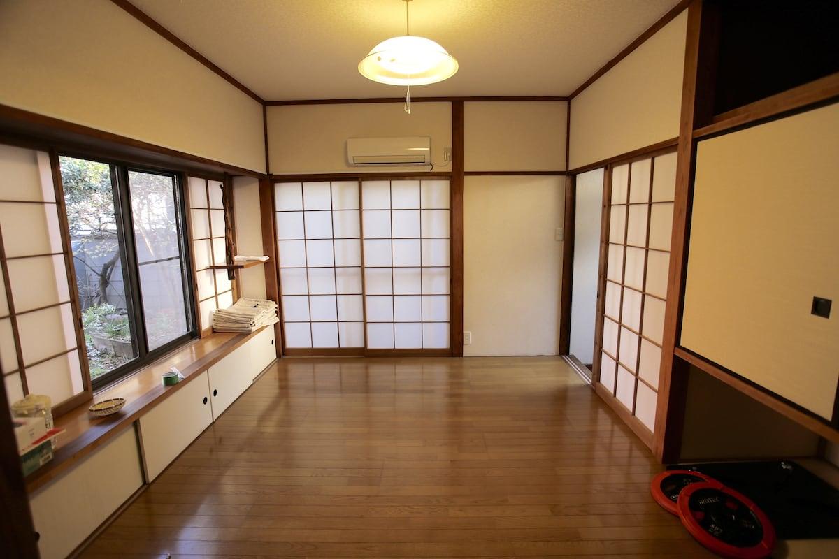 伝統日本家屋 駅まで3分 キッチン広め、都内には珍しい庭付き