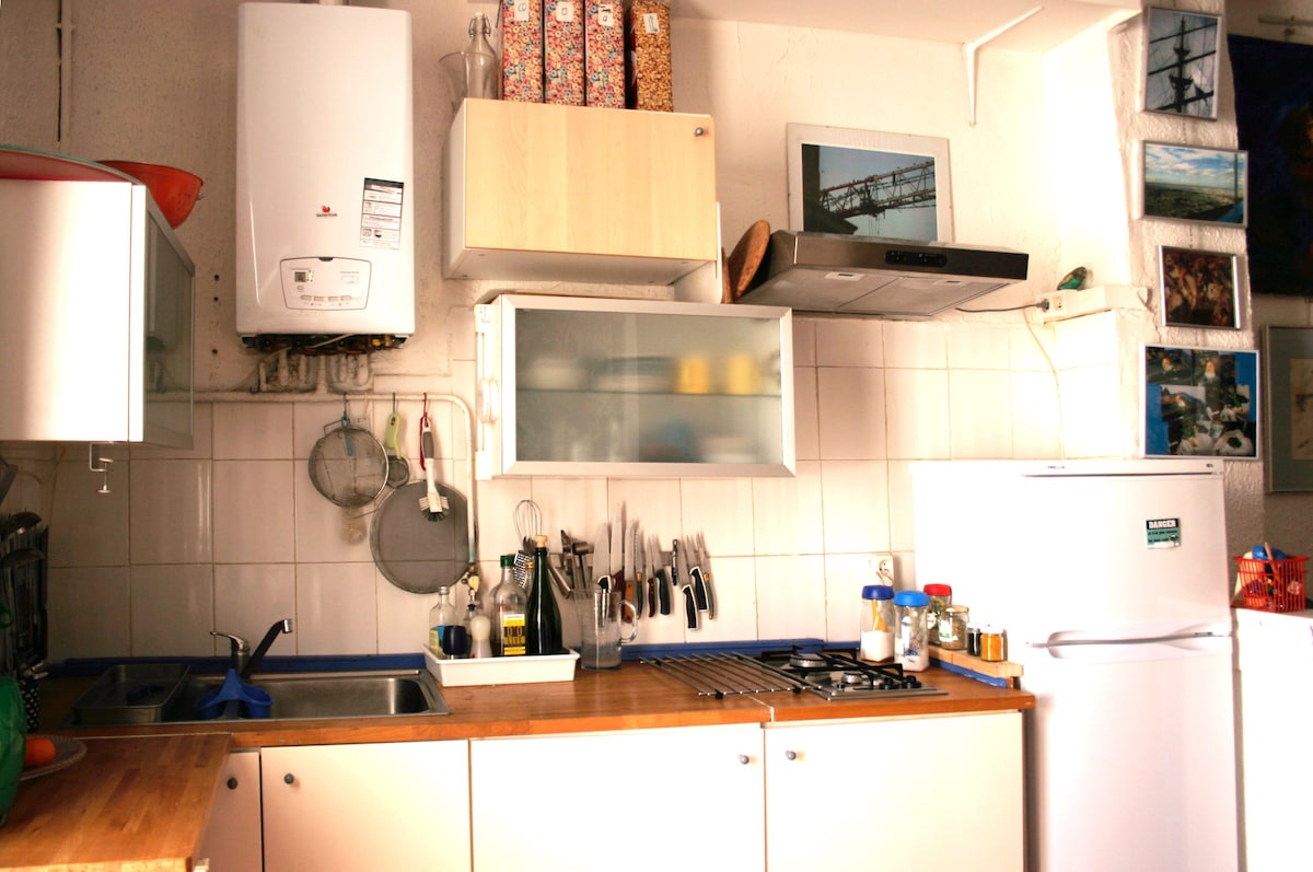 The kitchen with oven, micro-wave , sharp knives and everything else for cooking