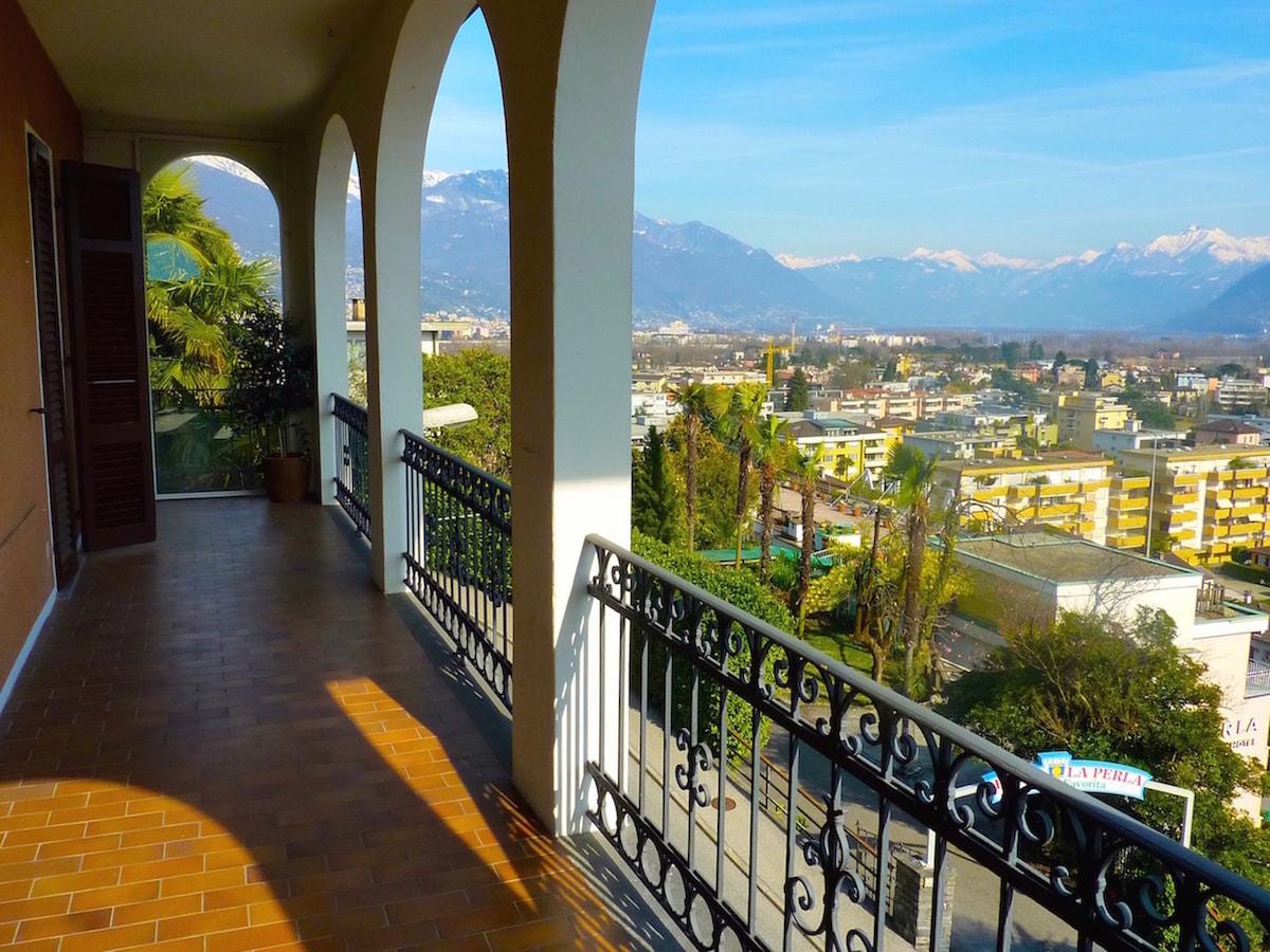 Charming Apartment w/amazing views