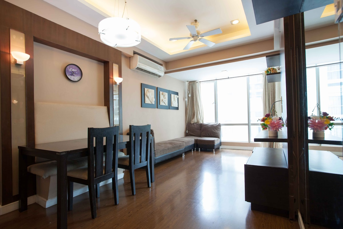 Great 2BR apt in hip, upscale BGC