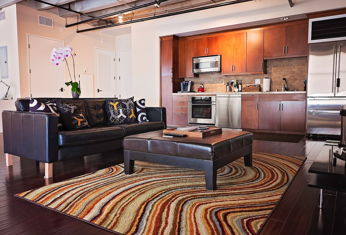 Prime Downtown Loft near Everything
