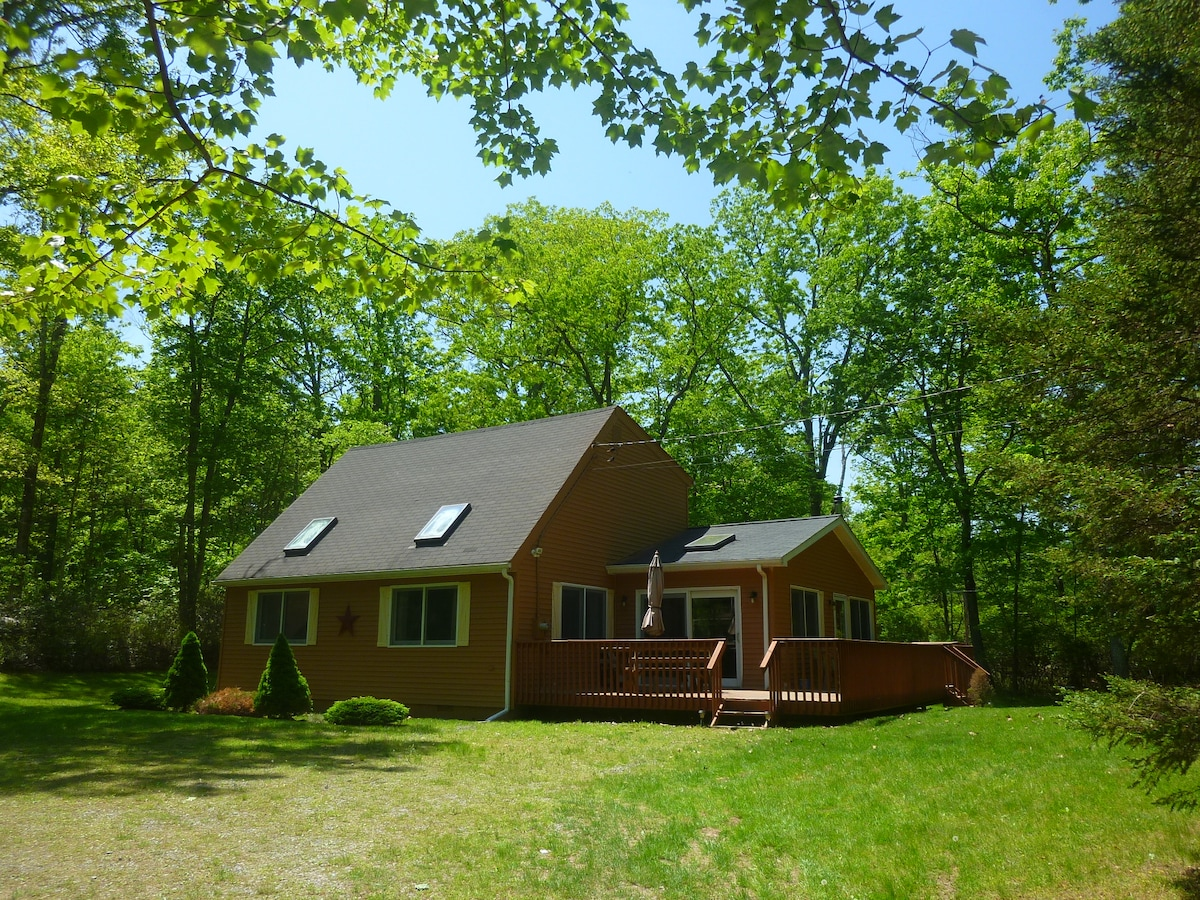 Country Cottage + Modern Amenities