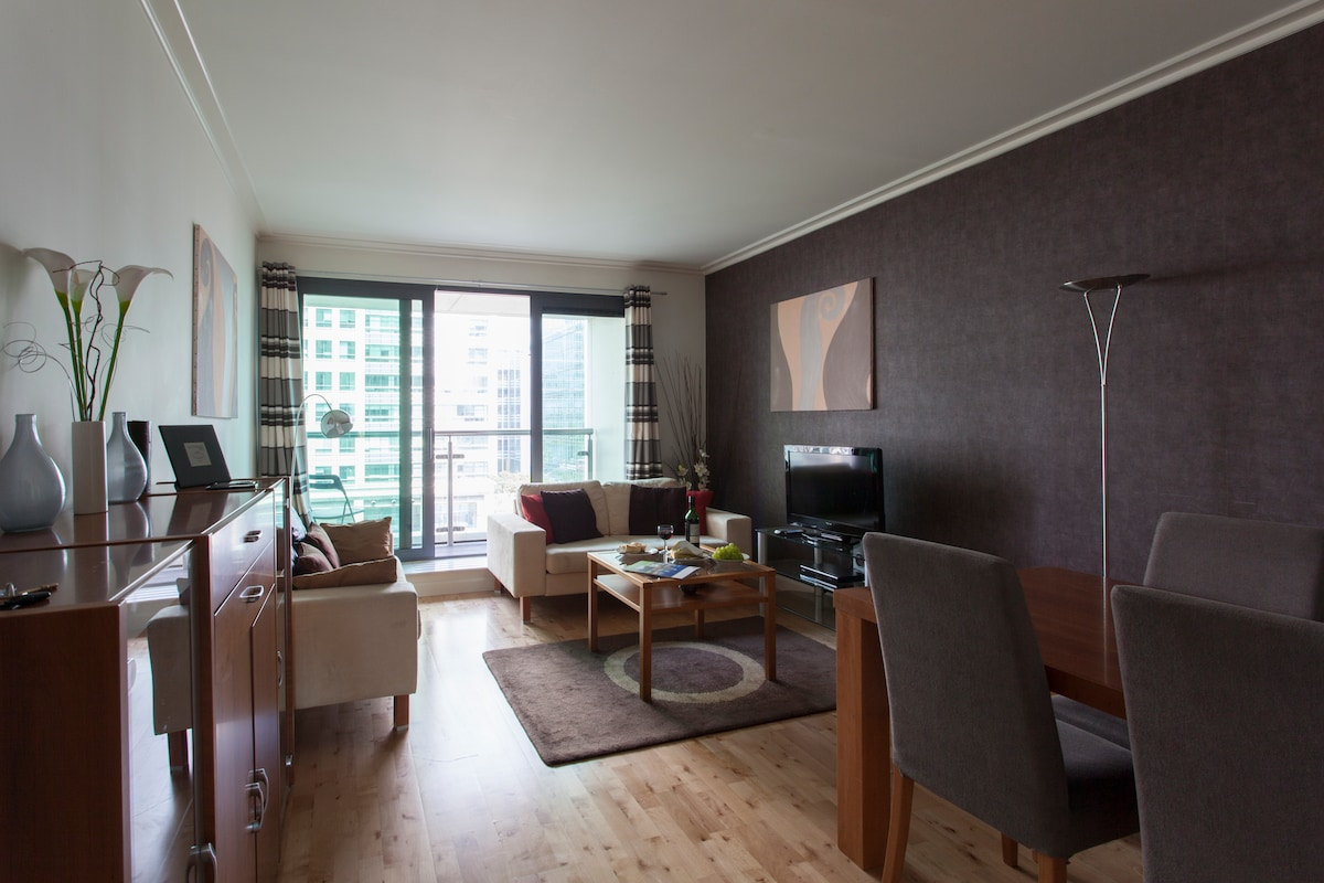 Dockland 2 Bed Apartment-I