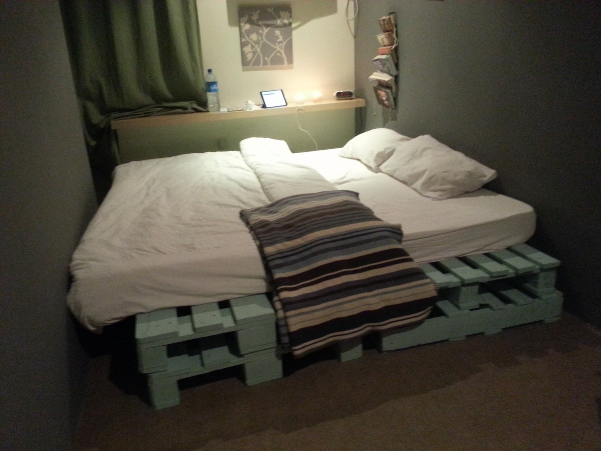 Single bed in a Dormitory (2)