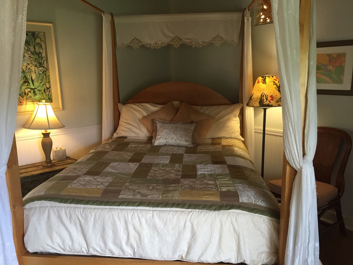 Cozy queen size 4 poster bed
