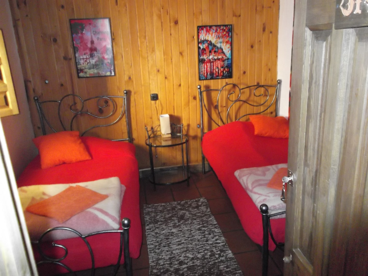 Twin room in a cosy guesthouse