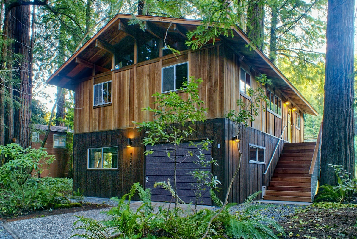 The house is nestled in the forest with ample parking for up to 6 vehicles.