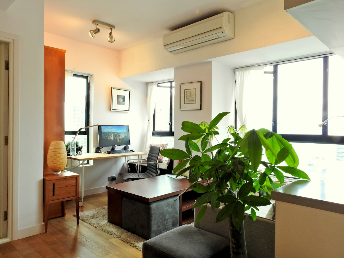 Airy SkyHigh Studio & Rooftop Oasis