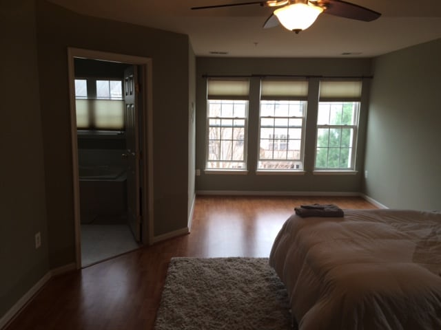 Rooms in Townhome 3 miles to Metro