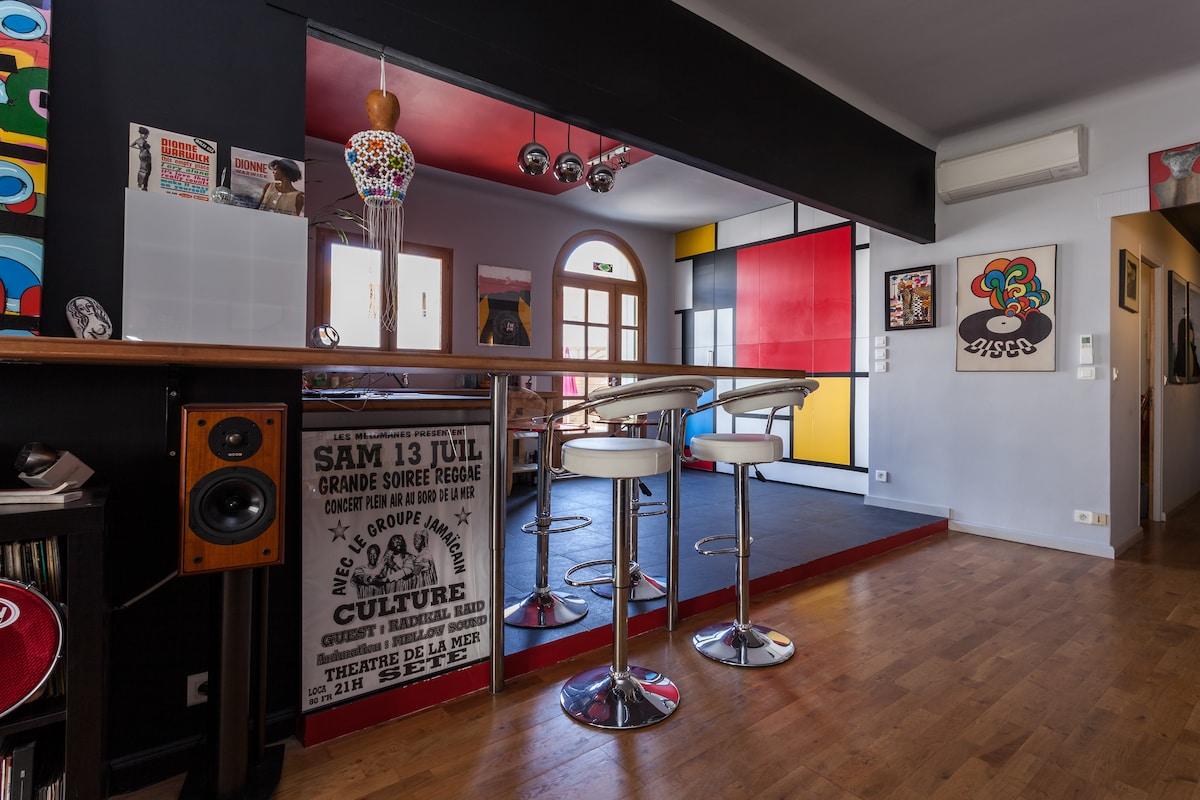 Dans un bel appartement arty à Sète