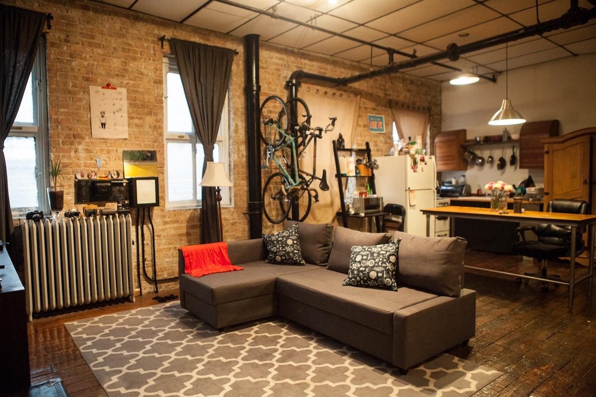 Trendy Neighborhood, Cozy Apartment