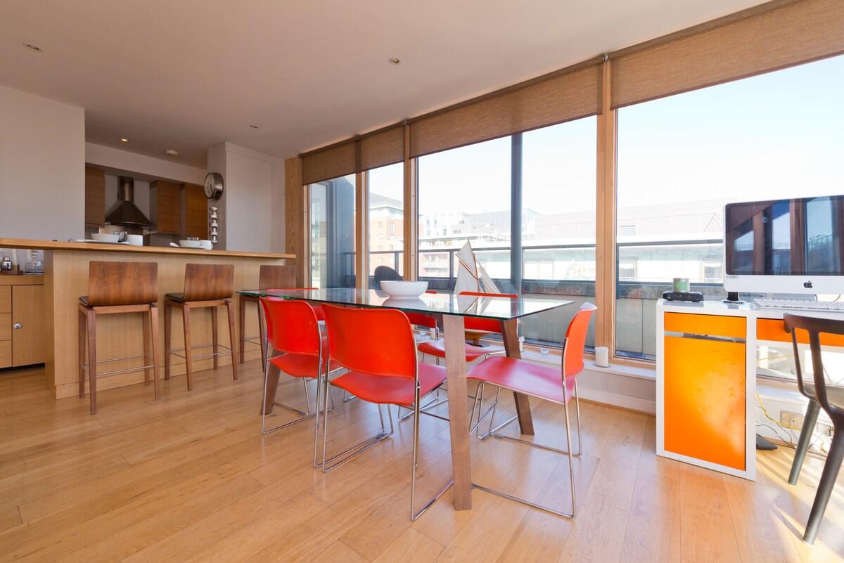 Sunny Docklands Penthouse(sleeps 6)