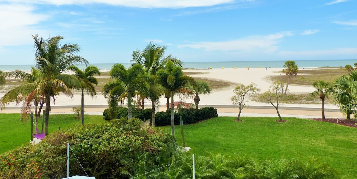 Amazing 2/2 Beachfront Condo