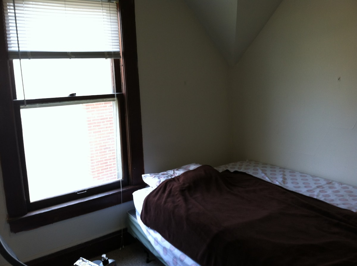Ann Arbor Room available