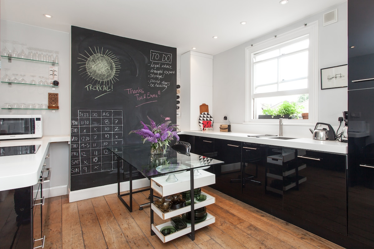 Behold, the kitchen - you can see the sun reflecting on the blackboard