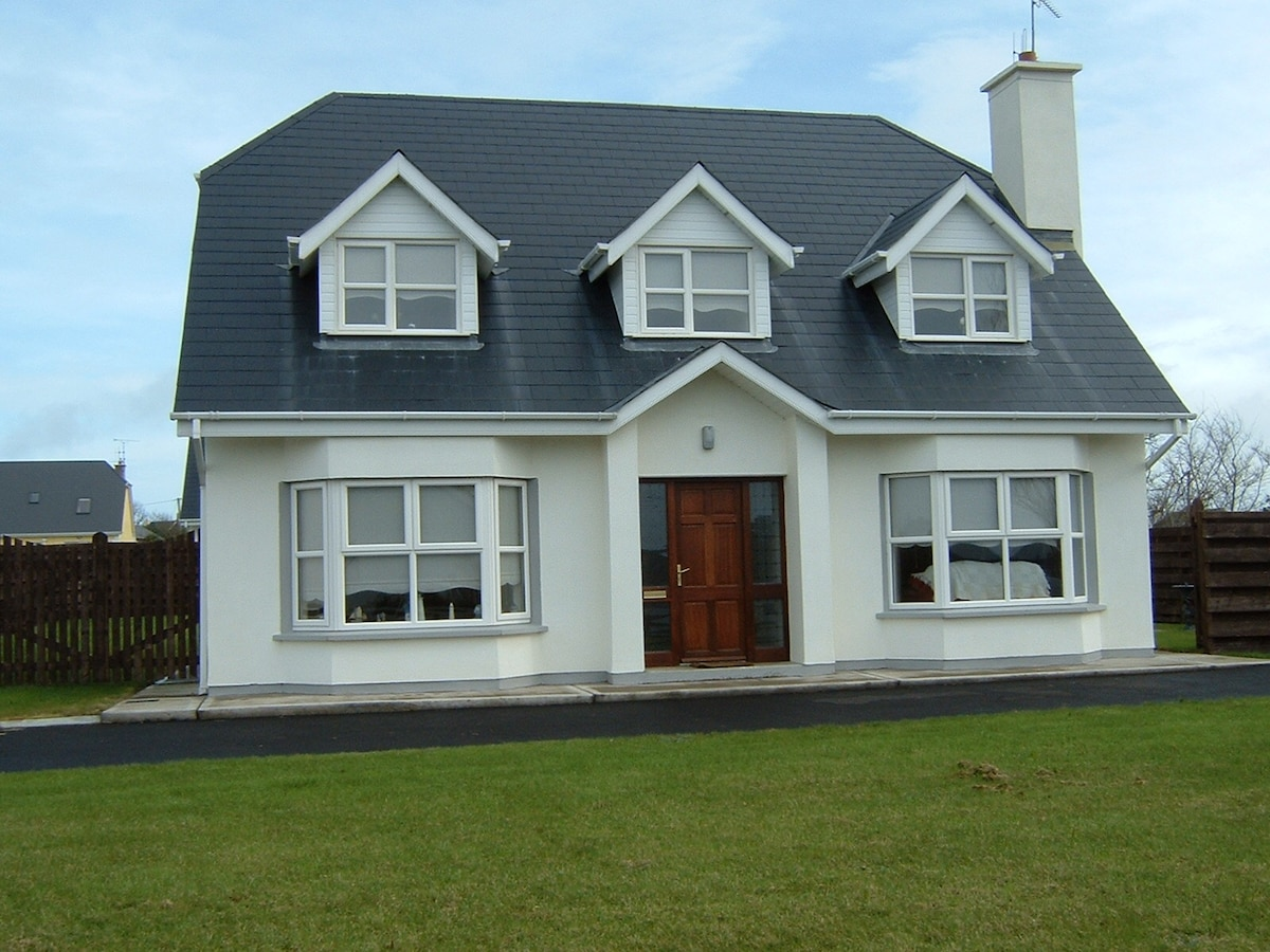 Luxury 4 bed 4 bath holiday home