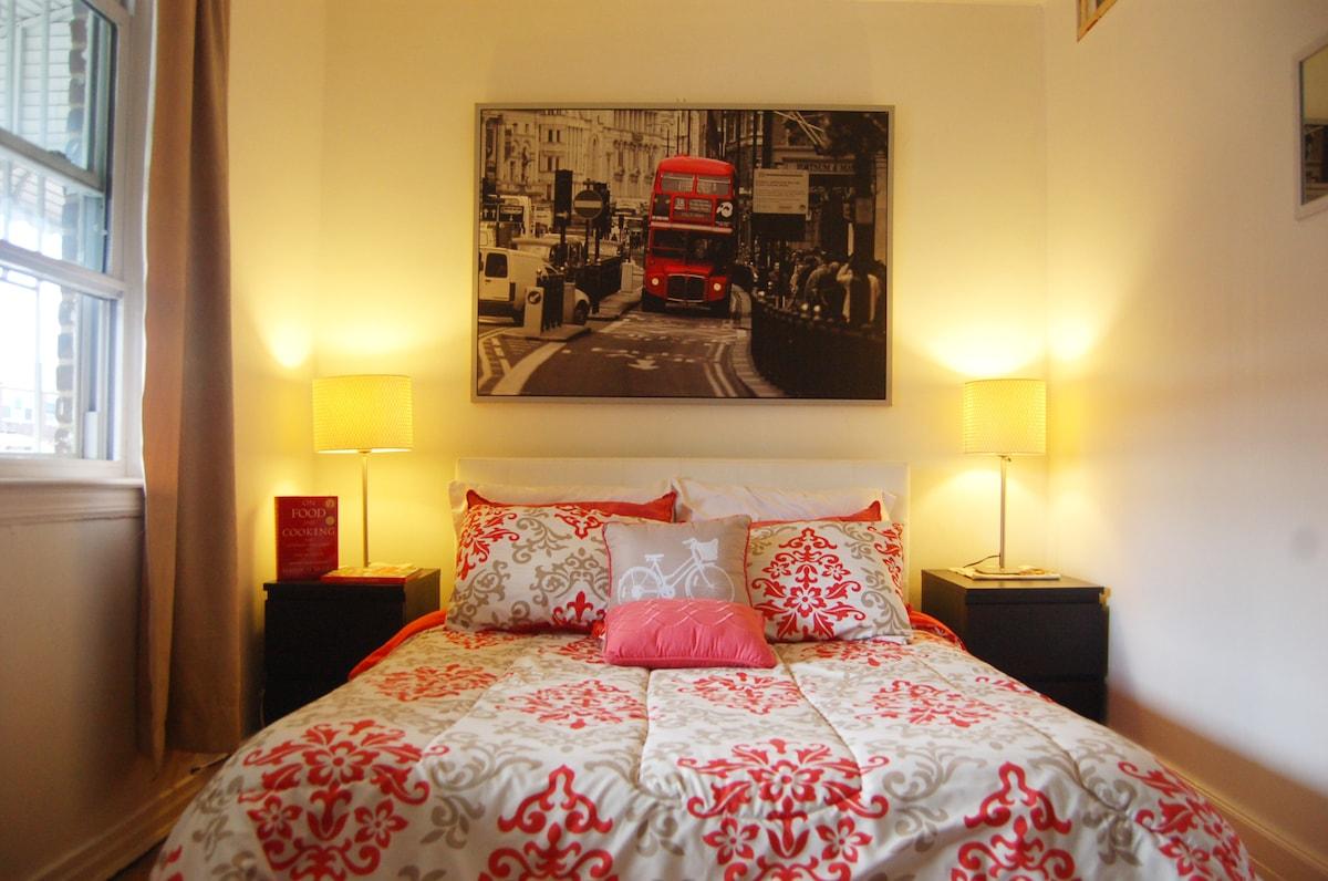 Bright LARGE BED near Manhattan