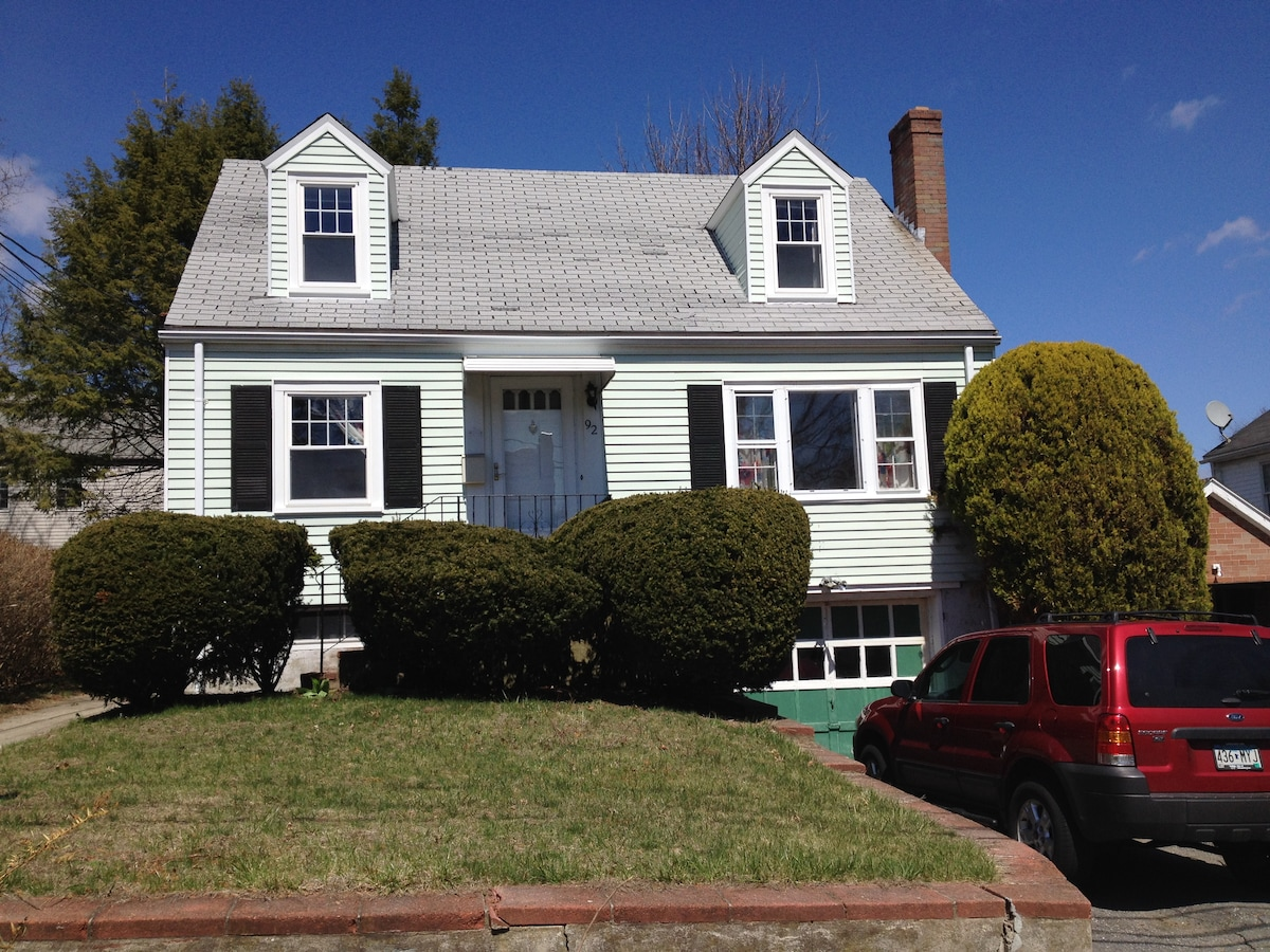 Lovely 3 BR house close to Boston